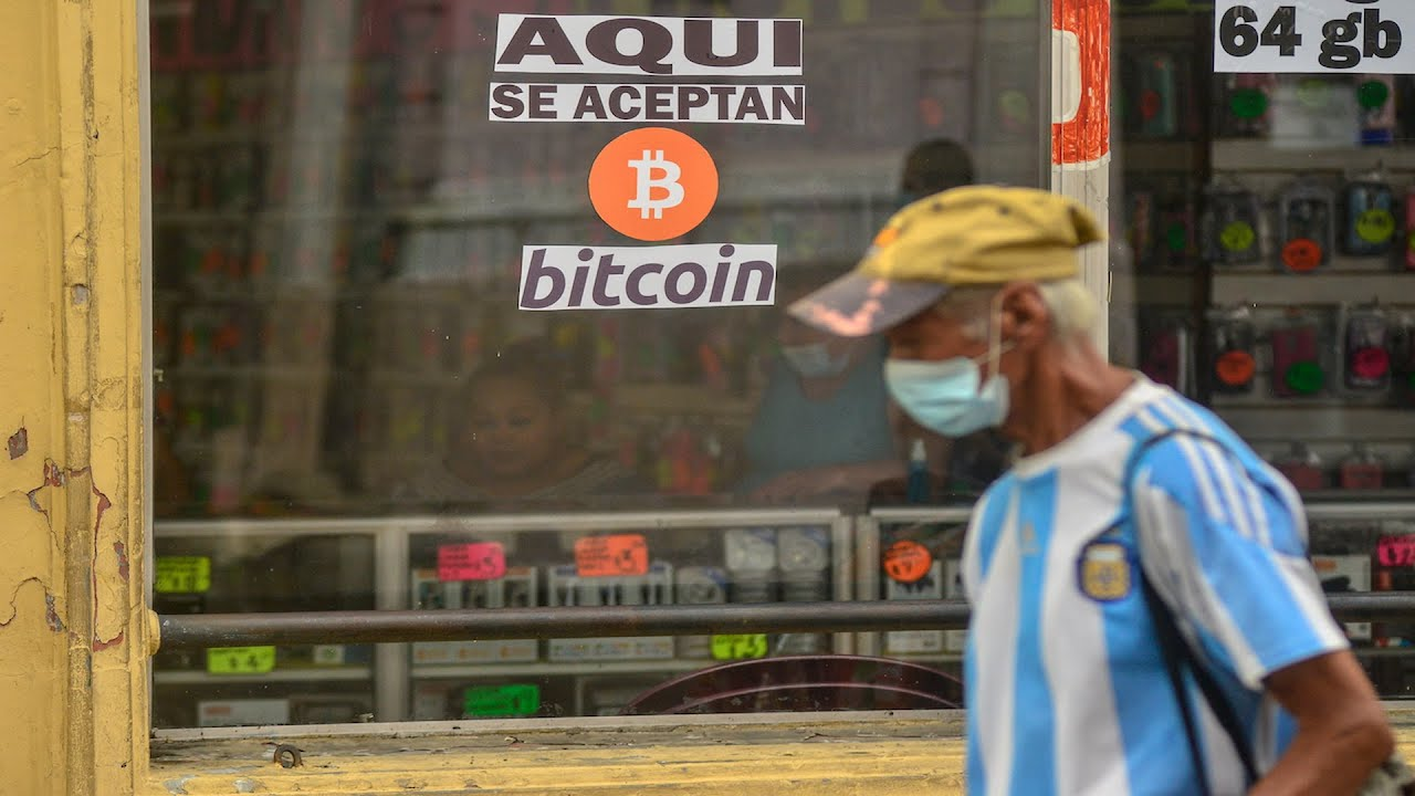 Buterin Calls Mandatory Acceptance of Bitcoin in El Salvador Counter to Crypto's 'Ideals of Freedom'